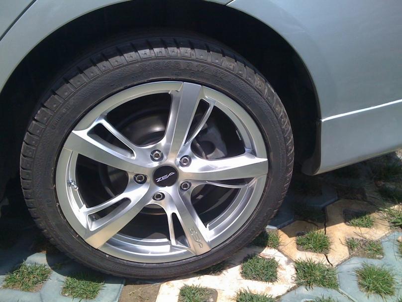 【改装】卡罗拉升级17寸轮毂及马牌轮胎高清图片