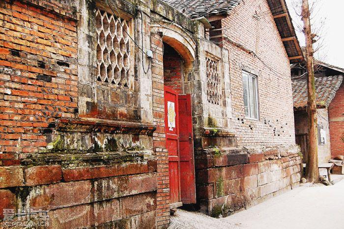 沉寂的止戈古镇-街两旁多为木结构的四合院式的房子.