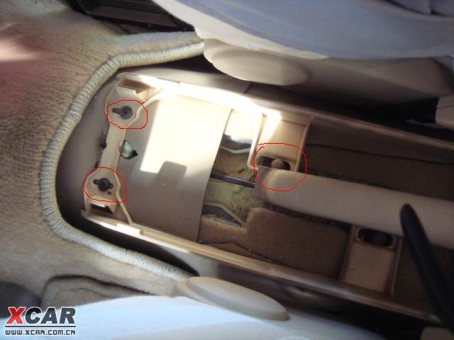 大众精彩附件 原厂扶手箱安装作业