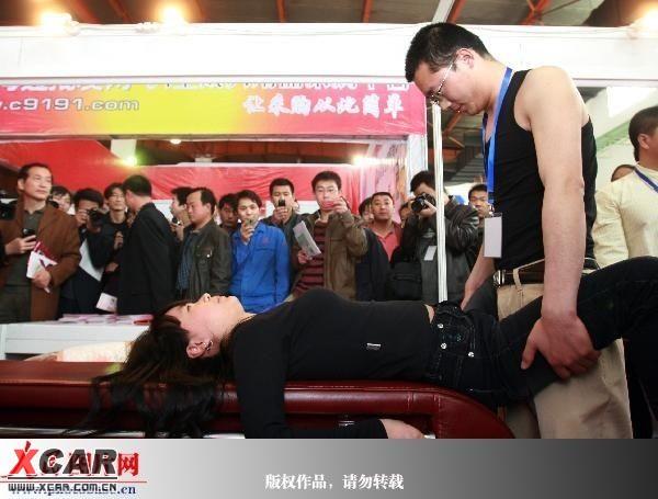 中国成人黄色一级性交动作电影播�_【转】成人用品展有必要用真人演示性爱吗?