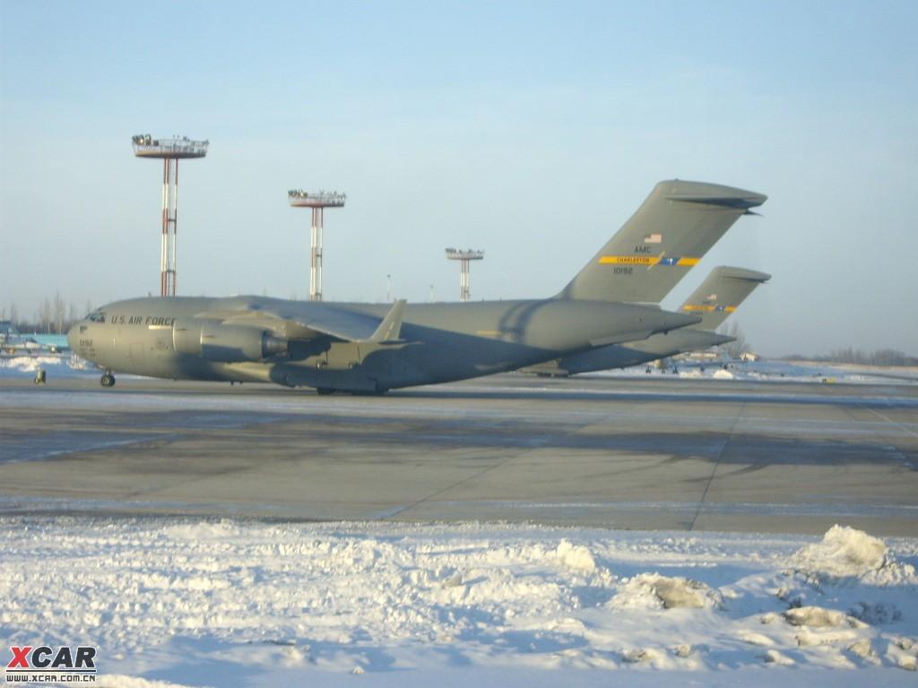 玛纳斯机场的美军飞机