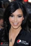 超级美女靓车组合――Kim Kardashian 与 Koenigsegg CCXR