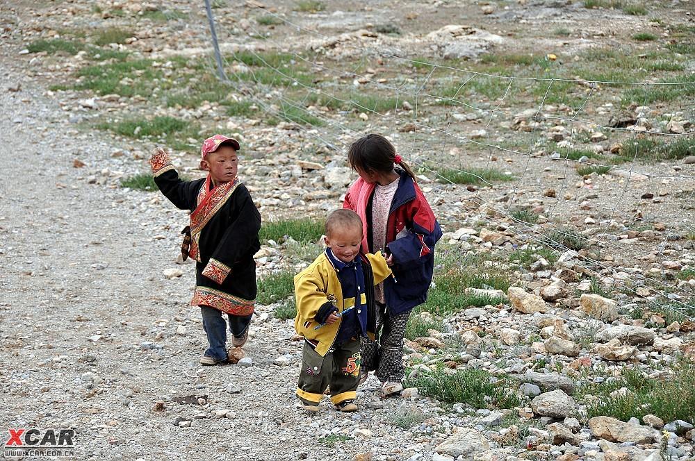 湖边的藏族小孩子.还有动物. 附件: 附件