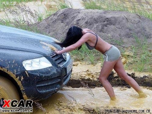 开tdi途锐的美女掉进泥里了