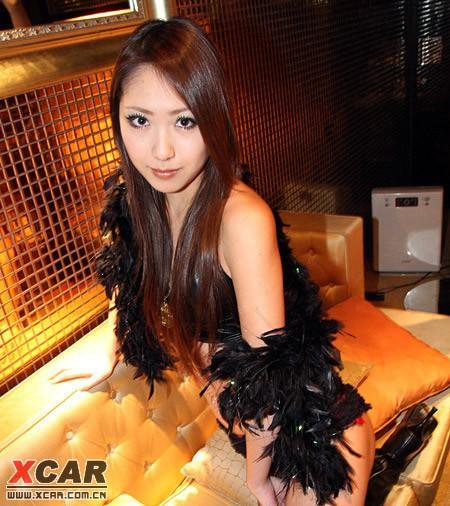 看看这里的日本美女在酒吧