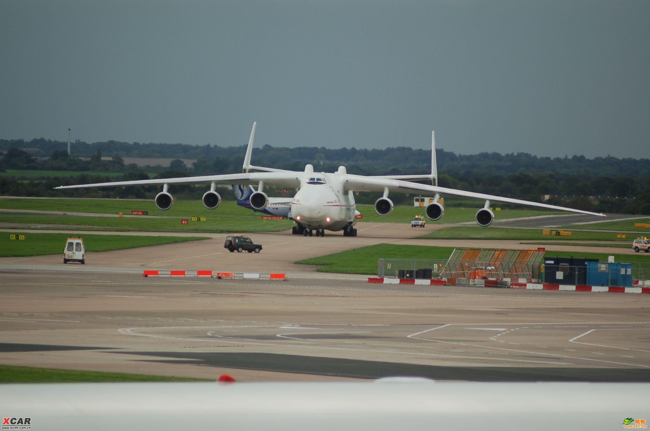 这飞机不是一般的大啊!!!