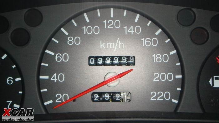 汽车里程表上的时间怎么调高清图片