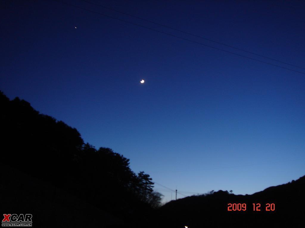 傍晚时分,登上门头沟的山路,心中是那么喜悦,虽然太阳已经下山,但心情
