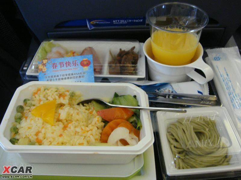 看过这么美味的飞机餐吗,还有温馨卡片祝福新年快乐!