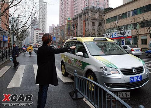 途安出租车亮相上海街头高清图片