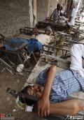 印度遭50℃高温天气致近300人被热死!!!!!!!!