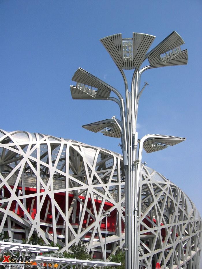 5米,支撑主结构直径1米,主体结构为全钢结构,叶片及主杆表面有铝合金