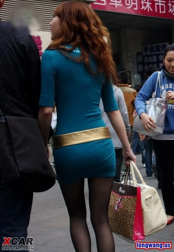 街拍紧身超短裙黑丝靓女