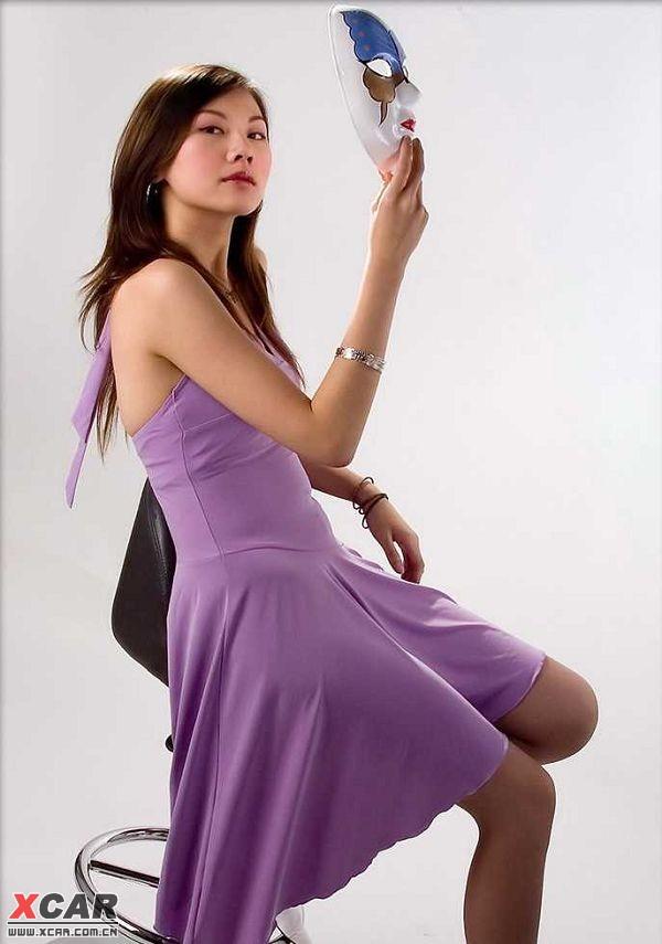 紫色连衣裙美女
