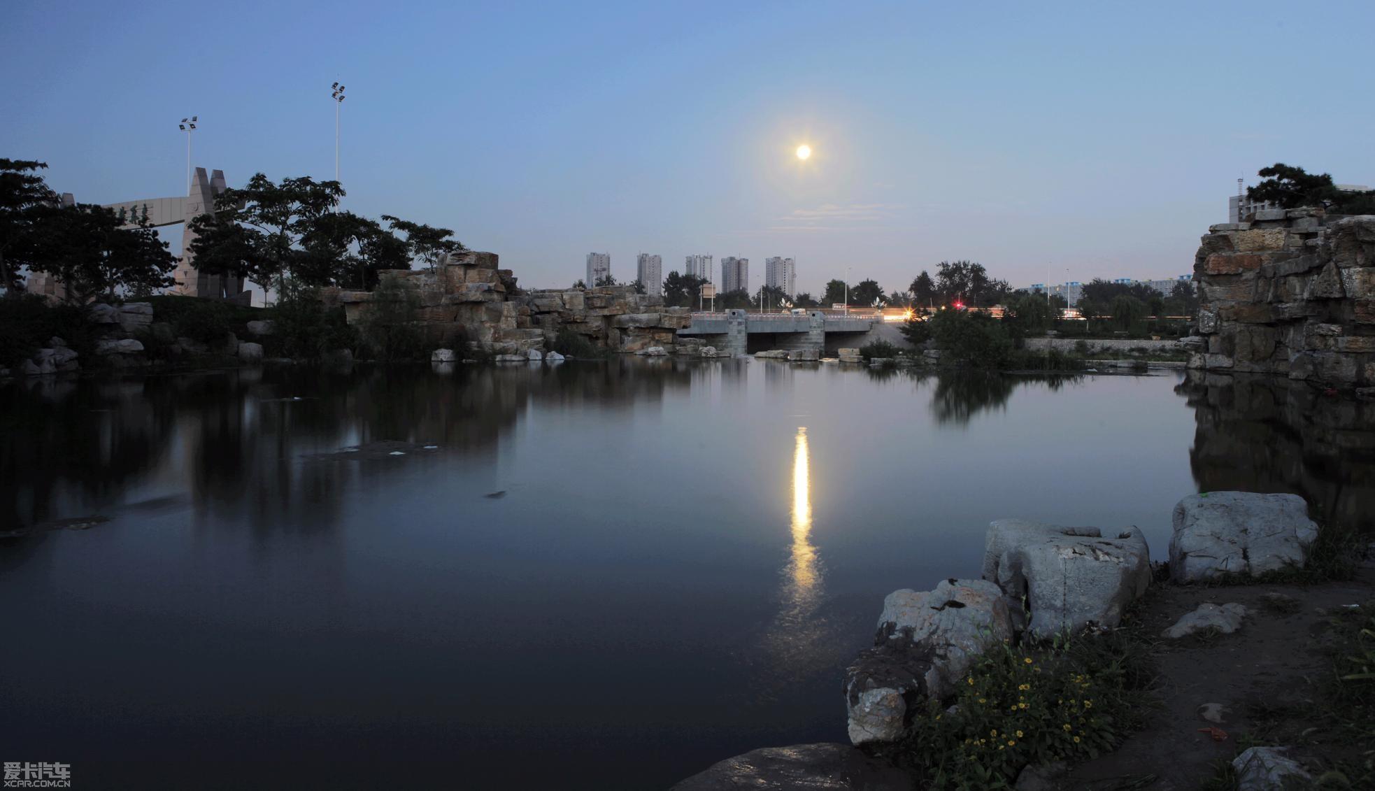 夕阳西落和明月东升