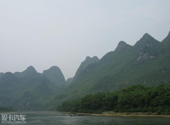 """""""桂林的山真险啊,危峰兀立,怪石嶙峋,好像一不小心就会栽倒下来.图片"""