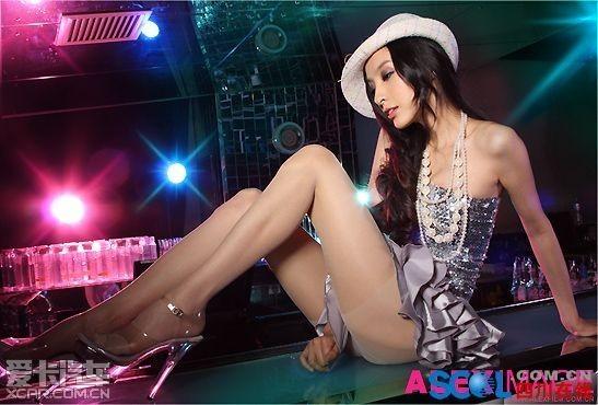 非主流美女 小龙女彤彤的夜店超短裙性感照片