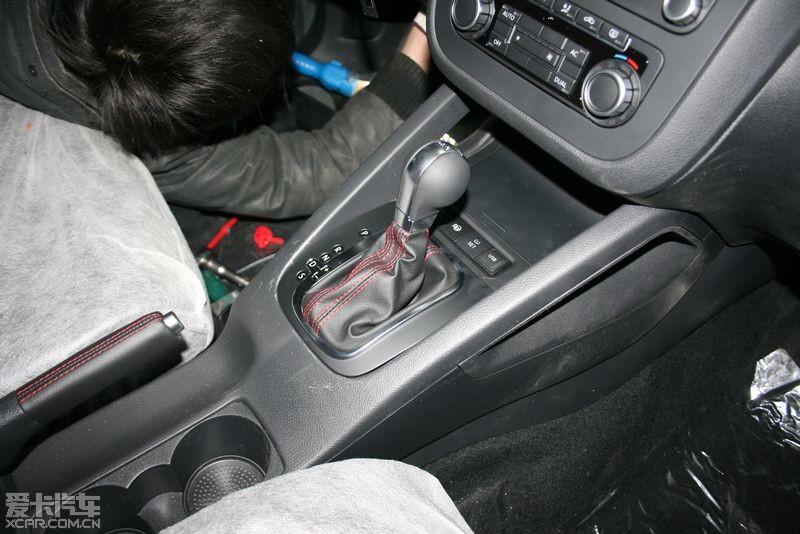 红线手刹把+gti自动挡把+胎压监测 高清图片