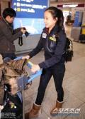 高清:韩国艺体小萝莉孙妍在现身机场受追捧