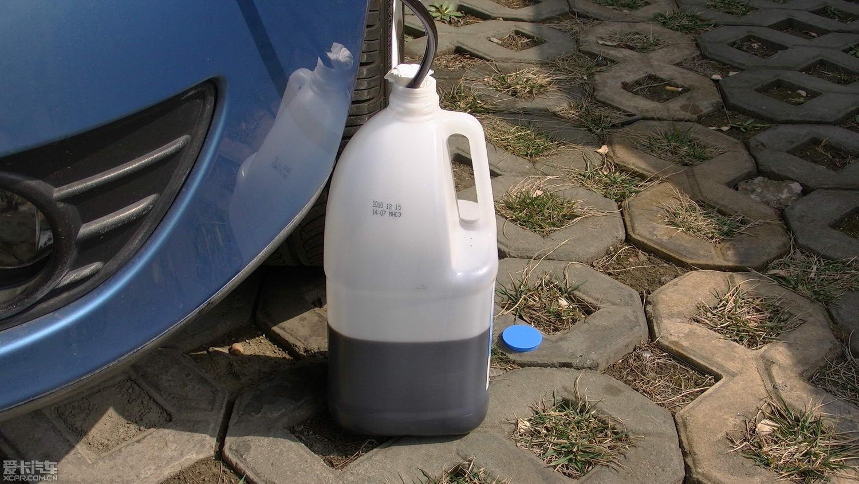 平时喝的纯净水桶做接油桶