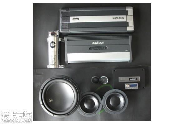 简单的奔奔glk300音响改装作业图高清图片