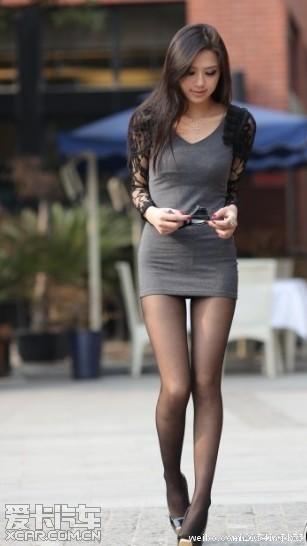 武汉天地的美女 细腿黑丝确实养眼