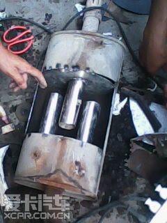 桑塔纳2000排气管尾管修补高清图片