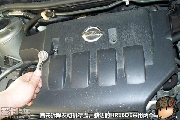 如何自己动手清洁汽车的节气门 高清图片