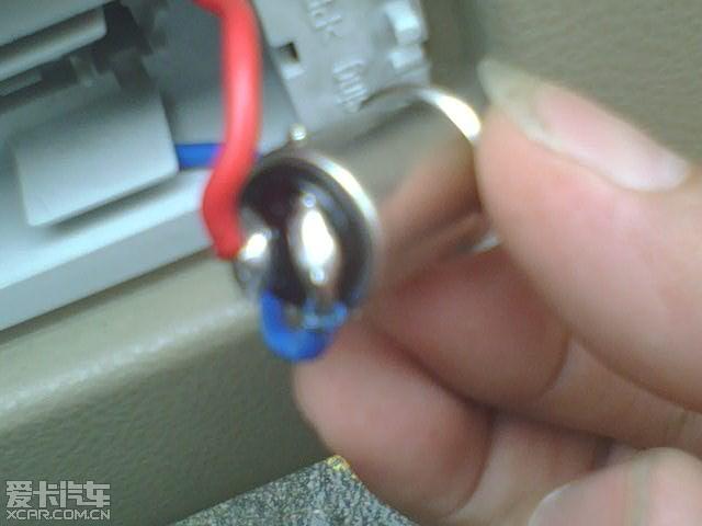 导线直接焊接在小灯泡上