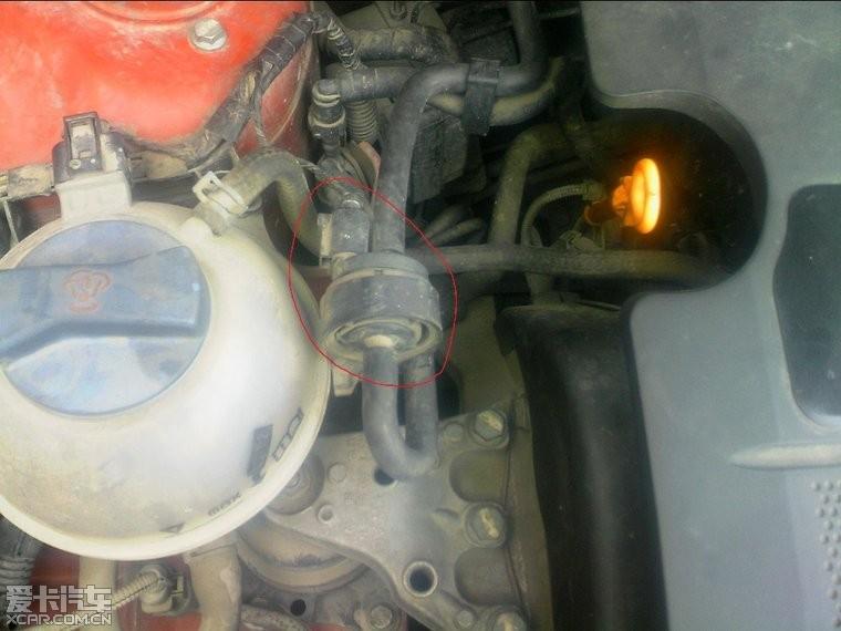 > 老四眼的 碳罐电磁阀 在什么位置?图片