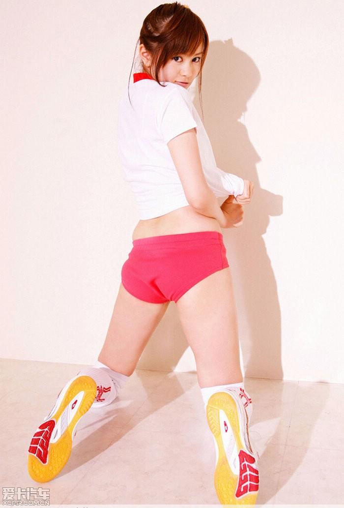 可爱的运动装小美女高清图片