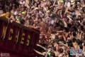 西班牙小镇掀起西红柿大战数万游客参加