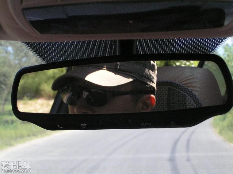 前不久驾车去了内蒙敖汉旗,路很爽。我的B70经受住了这次考验,大家看看照片就知道了。感觉不足的是,在高速上开空调,挂6档,从150公里/小时,再向上加速无力。在一次涉水出来后,突然油给不上,关闭发动机,再重新启动,就没有问题了,不知道是何原因?左后轮刹车片内测进过石头,开车听到异响,马上停下,一点一点扣了出来。以下照片有自拍,也有随队的摄影师,老陆拍的。相关游记我发到我的博客里了,欢迎大家访问: