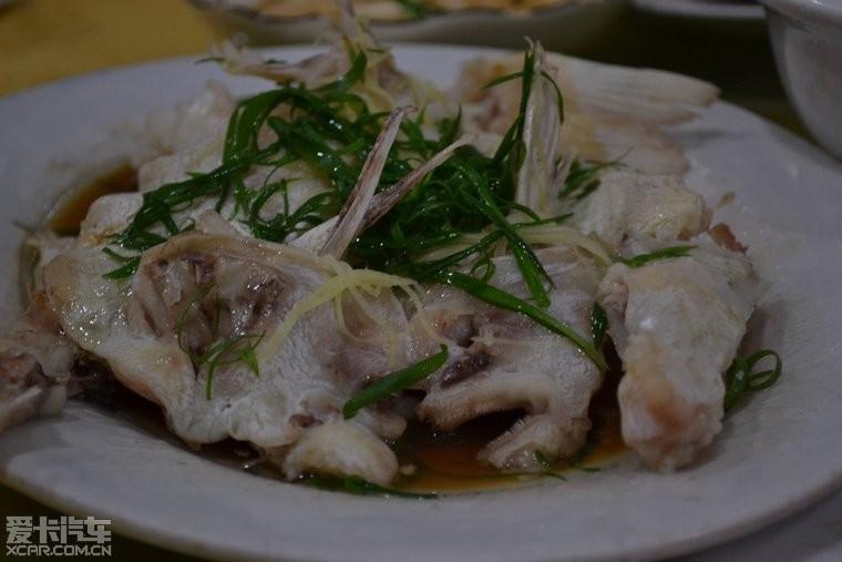 清蒸白骨鱼,鱼很新鲜,岛上的鱼很多啊,就是非常难钓!
