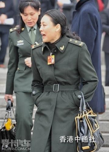 我国现役最年轻最将军高贵--解放军艺术学院舞美女女星欧美的图片