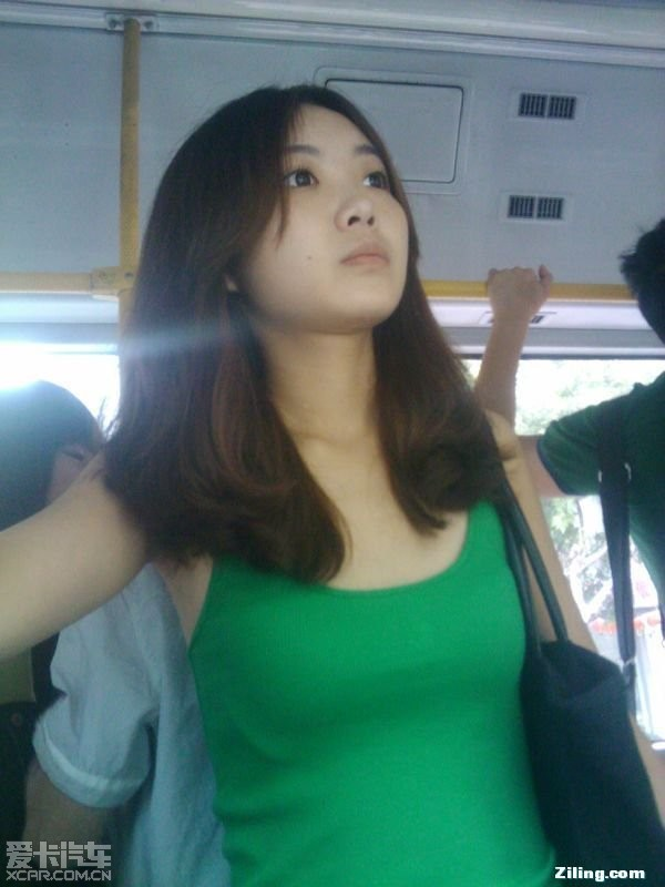 公交车上拍到的迷人美女