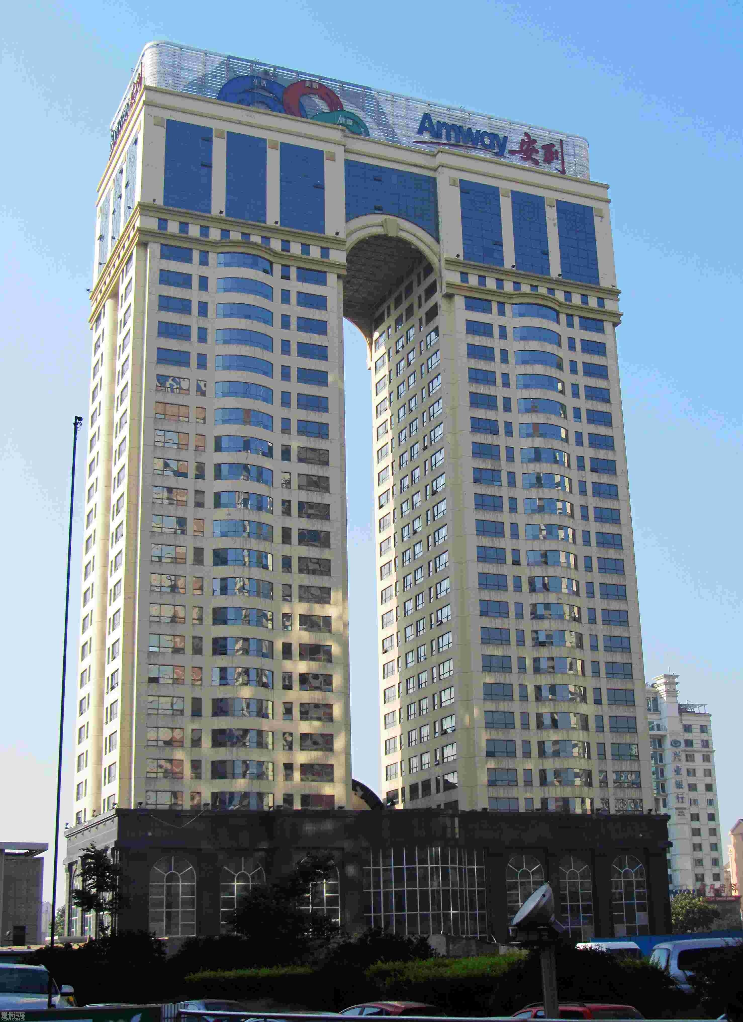 返回列表页青岛香港中路的高楼大厦!