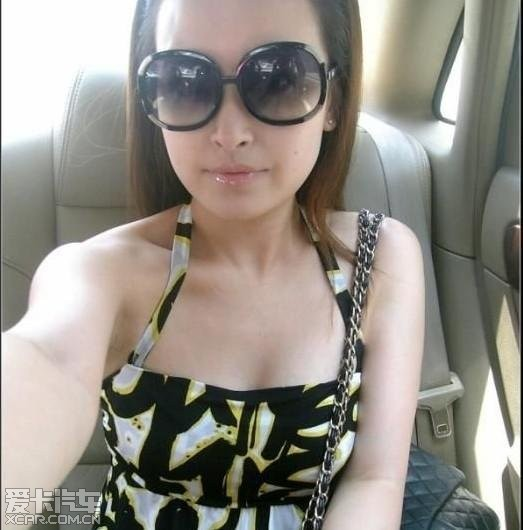 上海90后mm,自称喜欢被抚摸,乘坐公交车爱穿低胸装从不穿内衣.