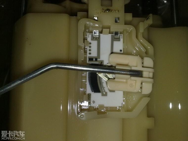 逸2.0XL 汽油泵总成 电池 机油 油耗图片