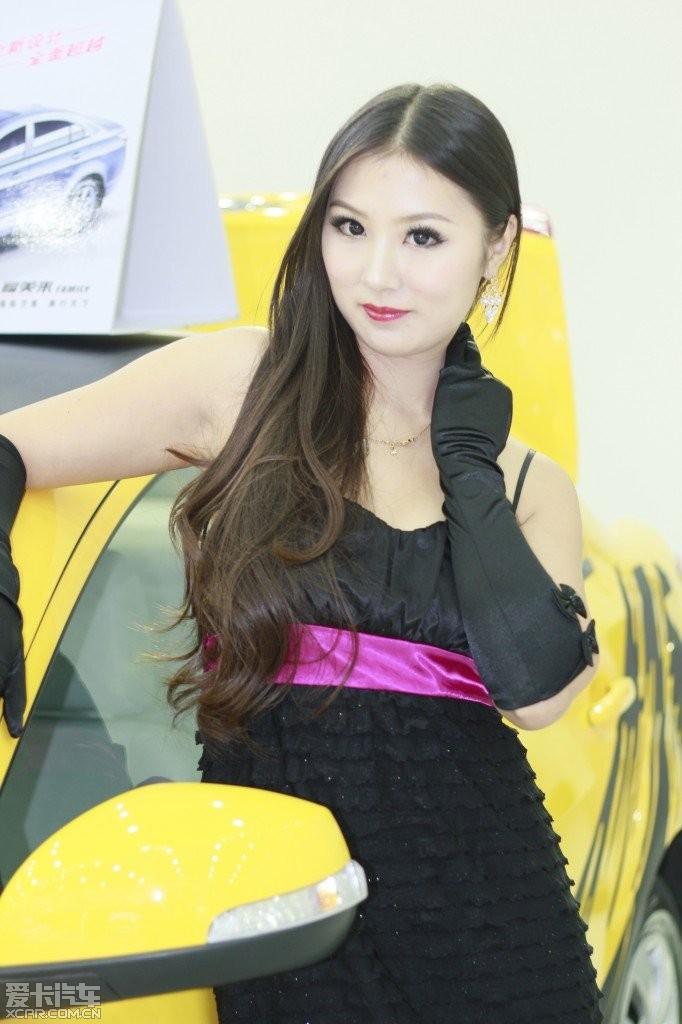 湖北国博论坛B区美女_武汉车展汽车_XCAR爱穿美女比图片
