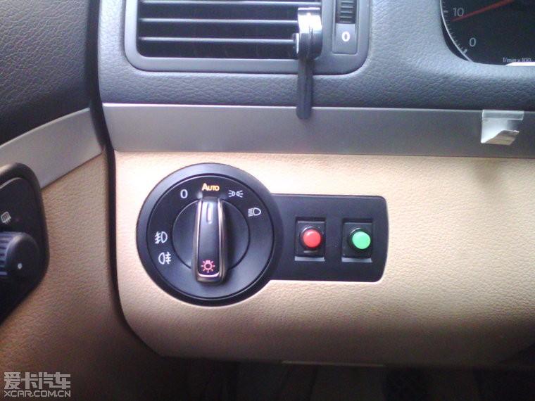 开关装好后的效果,红色控制usb充电口,绿色控制行车记录仪