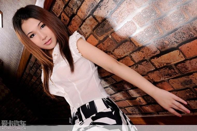 模特局部高清人体写真_> 文静白色高跟美女模特高清写真