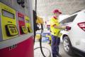(凤凰)油价迎年内最大幅下调93号汽油重回5元的区间