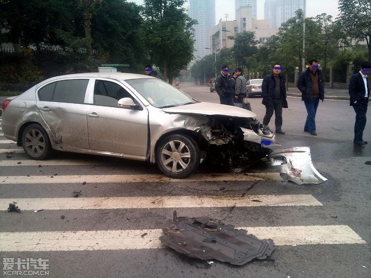 沃尔沃s80l车祸现场图片 沃尔沃s80l车祸照片,沃尔沃s80l高清图片