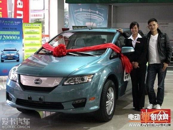2012,比亚迪e6先行者杭州第一位车主诞生
