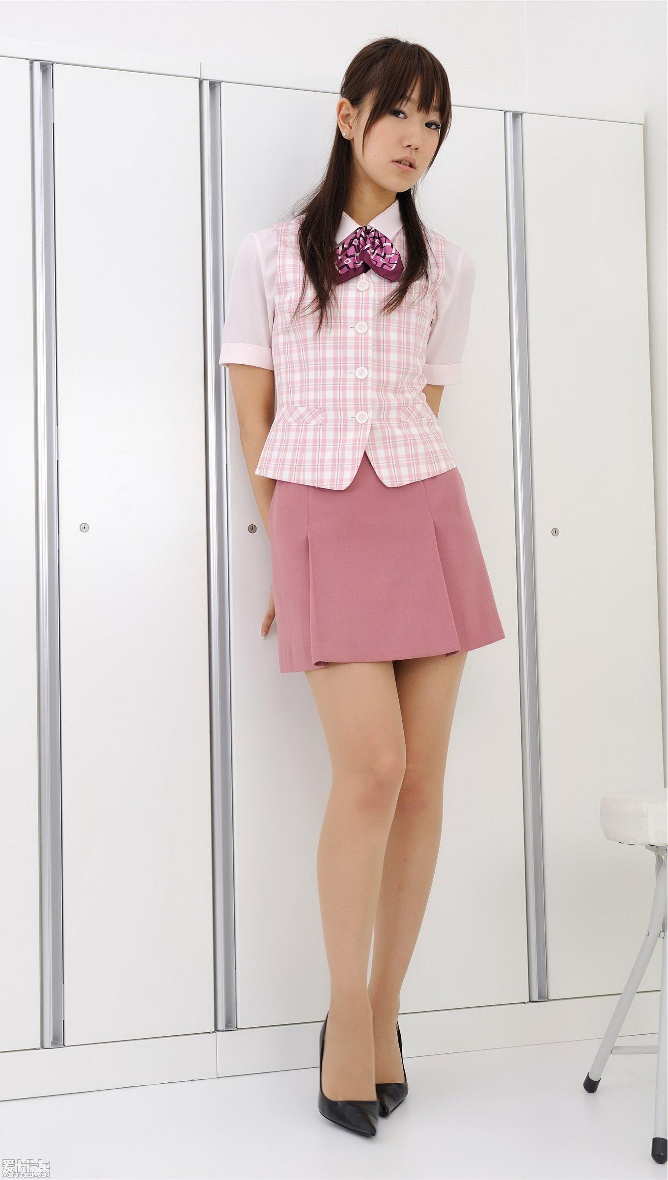 【精华】更衣间里的清纯长腿女生sc……高清大图!