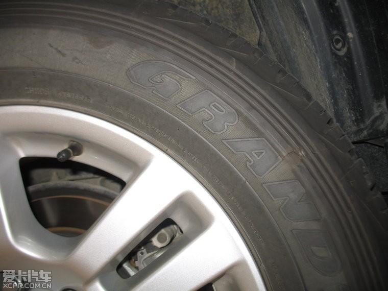 求救:轮胎侧面有裂纹,在长途高速路上是否有爆胎危险?