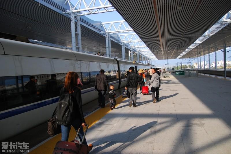 值得称道的是,美兰机场站,火车站与飞机场大厅无缝连接,不用出站再