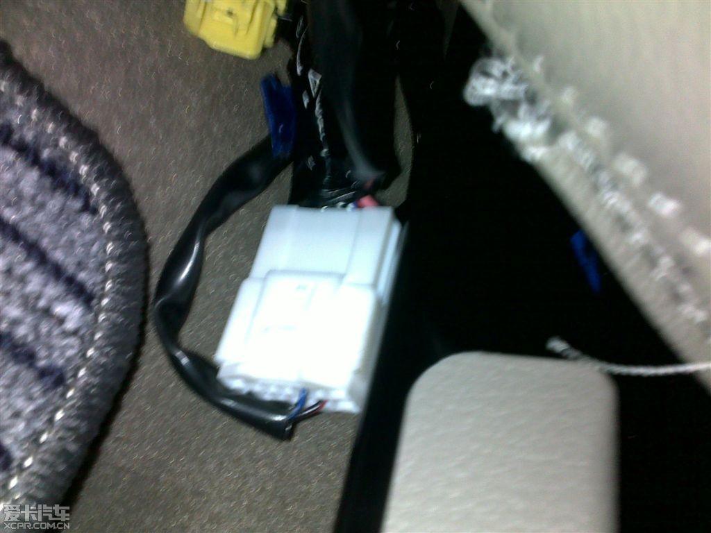 请问座椅下面的电线插头是什么?看图!