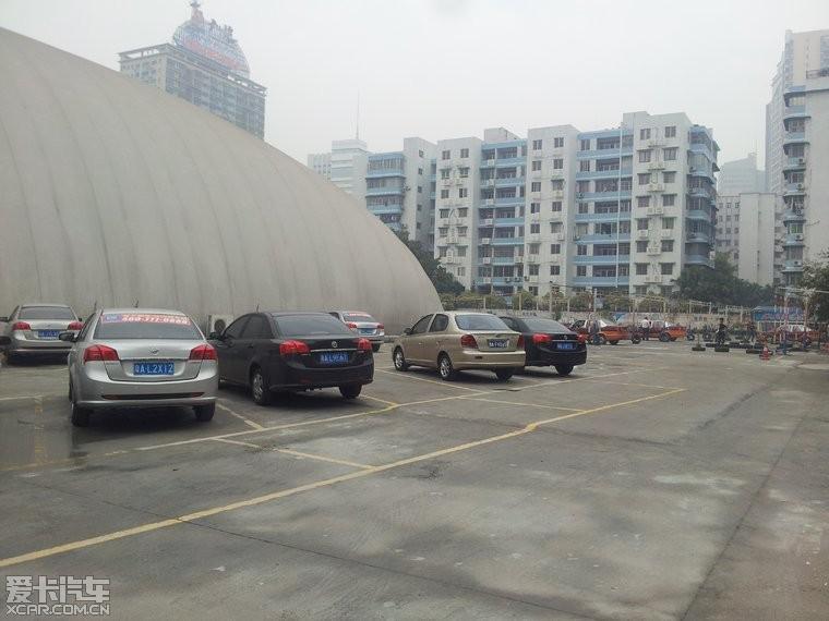 小区停车场40个车位,凯越车占一半 有图有真相